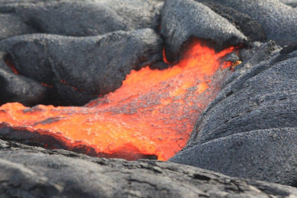 Lava flowing from the 61G flow smelled like a campfire. Photo Credit: Volcano Hopper.